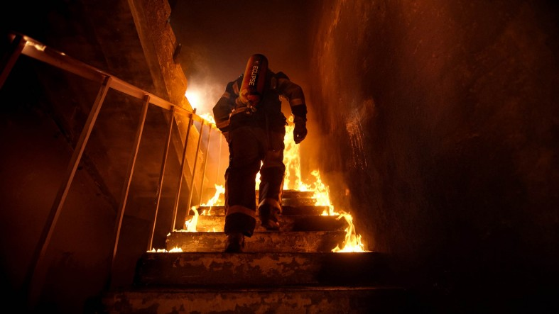 Firefighter in a burning building with a Luxfer ECLIPSE cylinder on his back