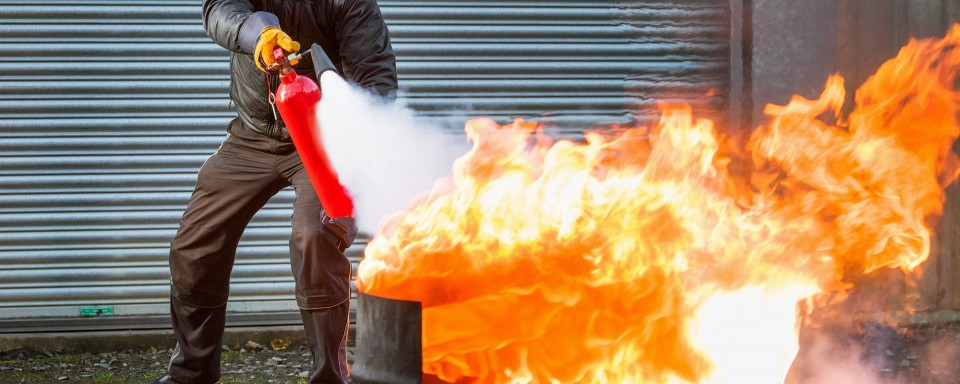 Putting out a fire with an extinguisher
